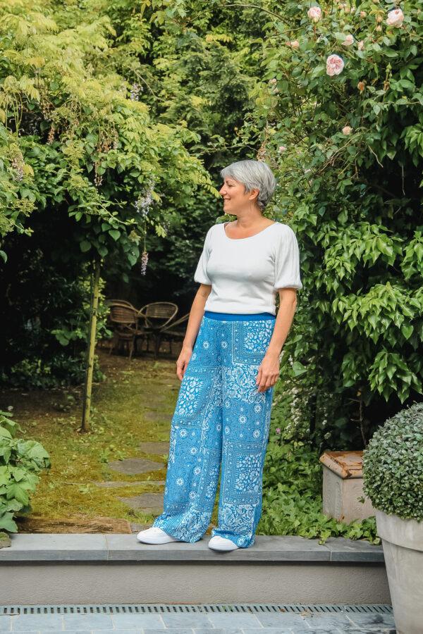 four roses blauwe broek karma 4