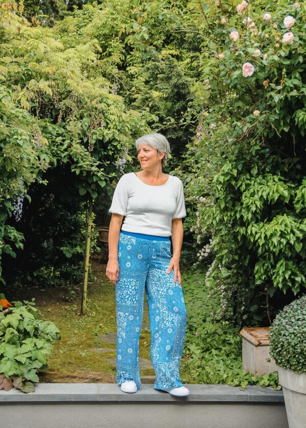 four roses blauwe broek karma 3