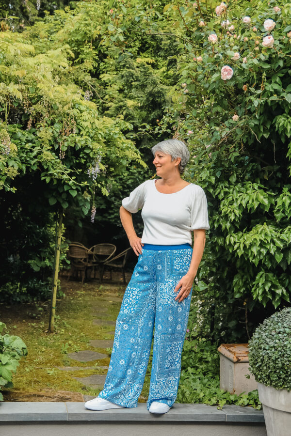 four roses blauwe broek karma 2